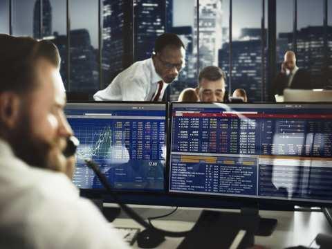 Trade rhetoric weighs on European shares