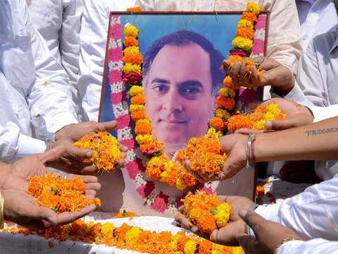 Sonia, Rahul, Priyanka pay tribute to Rajiv Gandhi on death anniversary