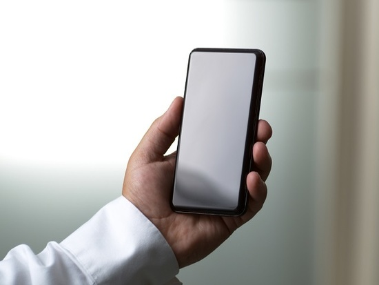 Does smartphone cover glass swing consumer buying decision?