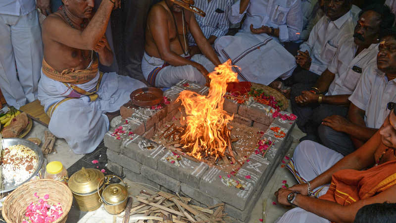 Tamil Nadu water woes: AIADMK performs 'havan' seeking rain