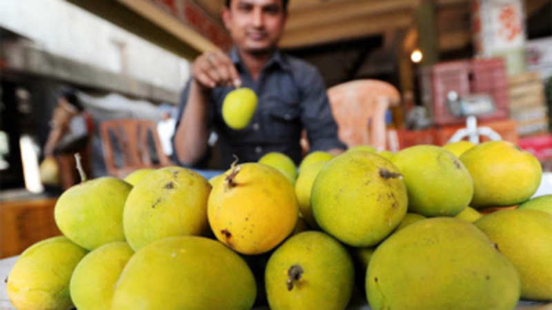 Mangoes turn juicier! Price of premium Alphonso variety almost
