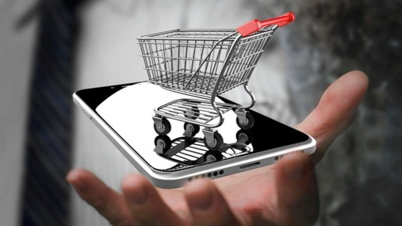 How do smartphone users take their online buying decisions