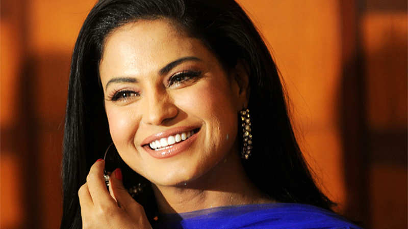 Pakistan media owner, Veena Malik & her husband sentenced to