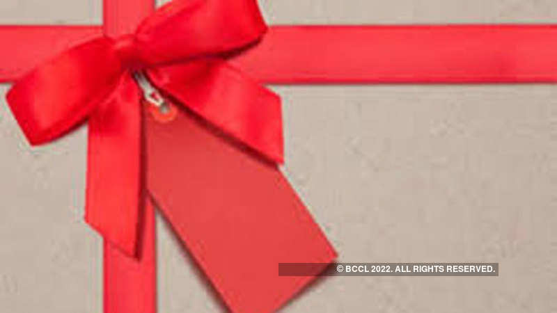 Gifting Property To Family Member >> Gift How To Give Equity Shares As A Gift The Economic Times