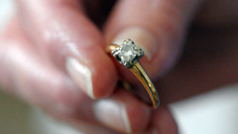 What is leading to the growing number of divorces in Mumbai? - The