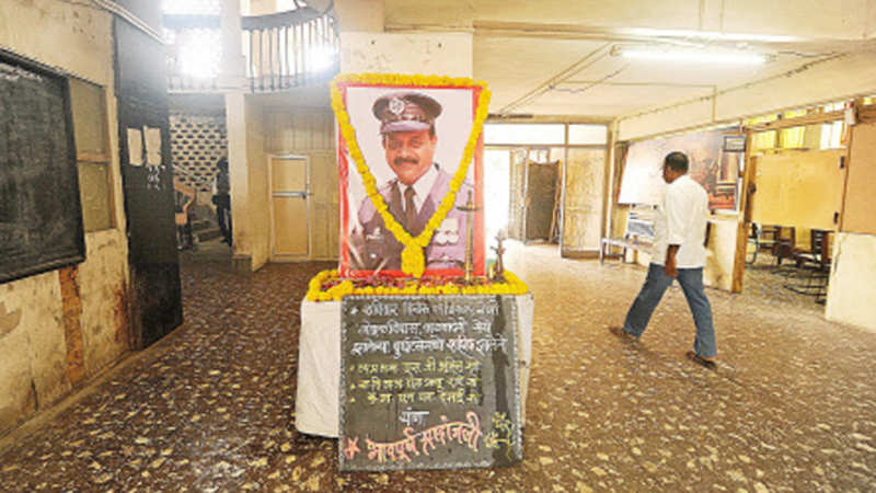 Govt to recommend names of 4 fire officials for bravery award - The