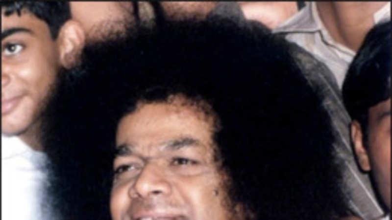 Sathya Sai Baba death: Thousands throng Prashanthi Nilayam