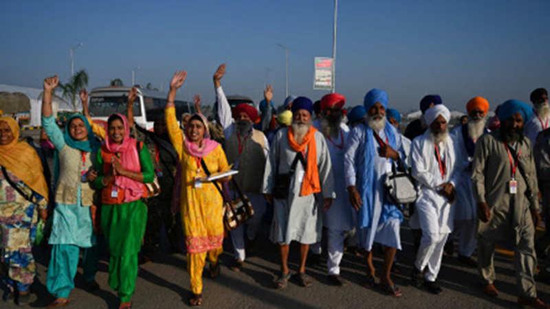 First batch of Indian pilgrims enters Pakistan through Kartarpur corridor