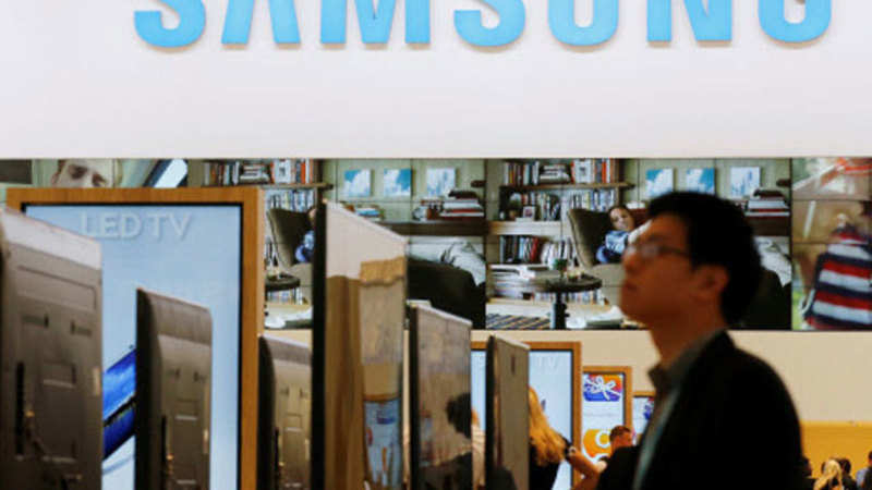 Samsung: Samsung offers one-time screen replacement within