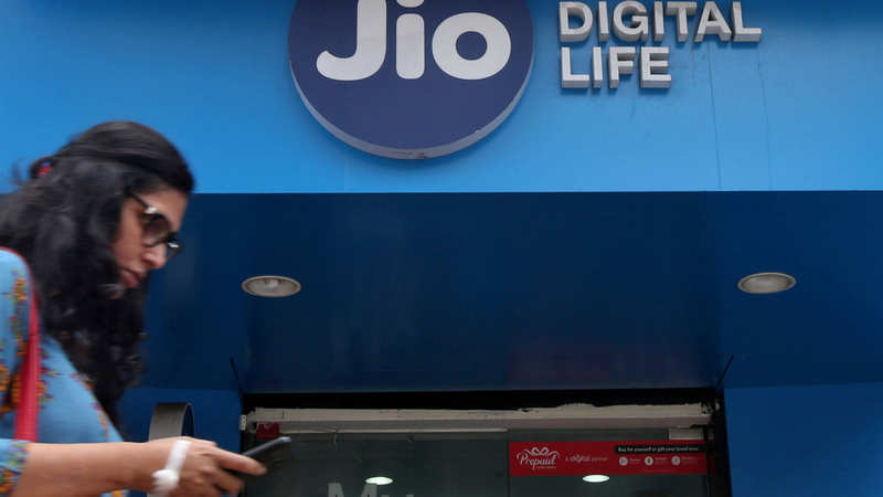 Jio user base likely to touch 400 million by March 2020: Analysts