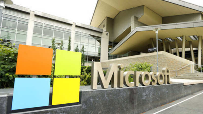 Microsoft: Outlook security breach: Microsoft admits that
