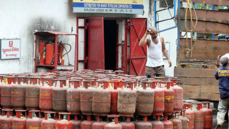 Government caps kerosene subsidy at Rs 12/litre, LPG at Rs 18/kg