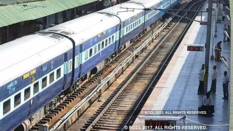 Western Railway: Over 90,000 contract labourers working in railways