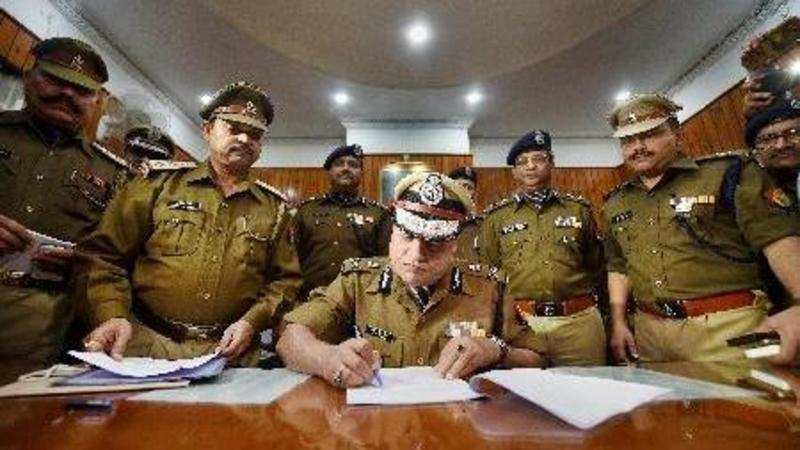 Make list of IPS officers facing criminal charges: CIC to