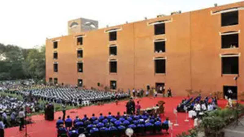 Top IIT, IIM graduates get the best pay package - The Economic Times
