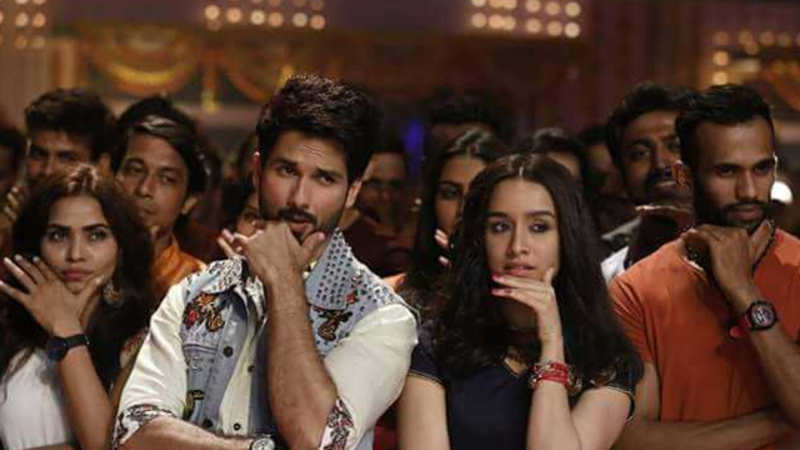 Shahid Kapoor: 'Batti Gul Meter Chalu' review: Watch the