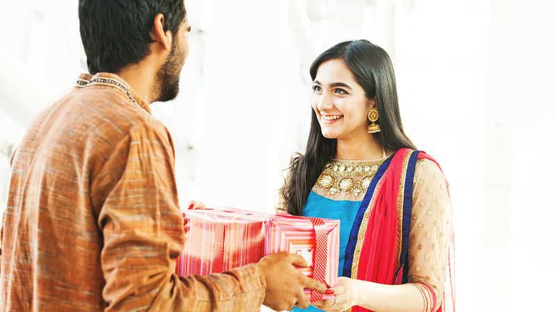 Raksha Bandhan: Raksha Bandhan: Surprise your sister with a