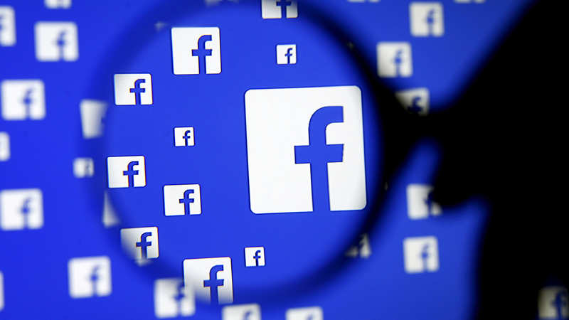 Facebook discontinues photo tagging option, will now roll