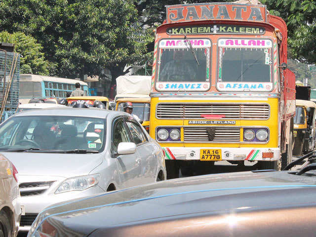 Rs 5,000 fine being mulled for polluting trucks entering