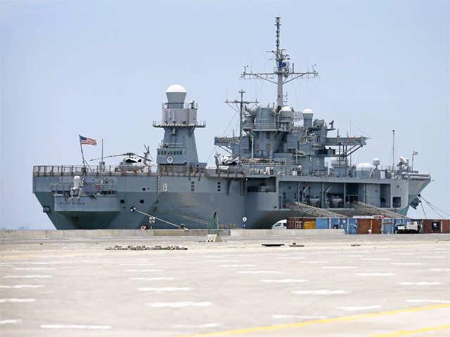 US naval ship visits Mumbai - The Economic Times