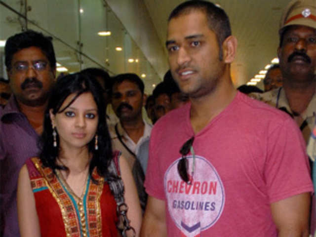 India-Pakistan World Cup semi-final: Dhoni's wife Sakshi, Yuvraj & Sehwag's  mothers seek divine blessings
