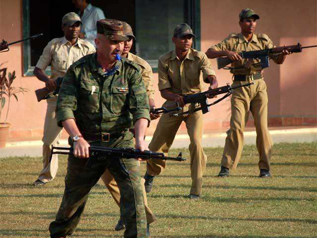 1f75db9d589 A Russian Army contingent arrived today in Rajasthan s Bikaner district to  participate in the Indo-Russia joint training Exercise  INDRA-2015 .