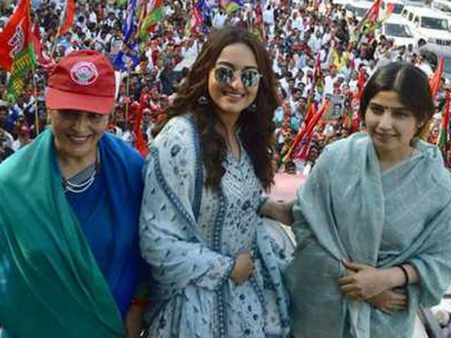 sonakshi sinha campaigns for her mother poonam sinha along with dimple yadav in lucknow