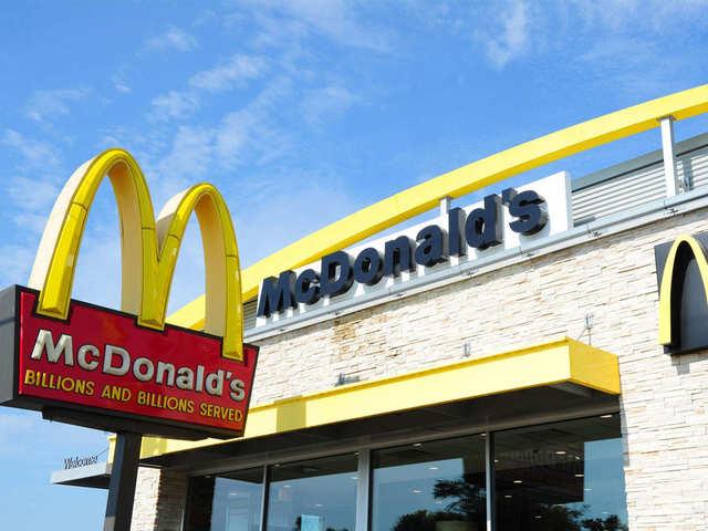 Delhi Connaught Place Gets new McDonald Restaurant- tnilive - telugu news international - latest telugu business news nri nrt news global telugu news