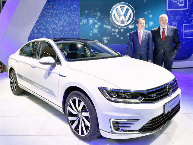 Auto Expo Electric Hybrid Vehicles Spark Companies Interest