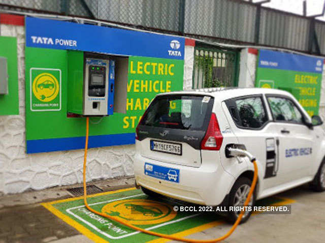 India Delays Plan To Roll Out 10 000 Electric Cars 2019
