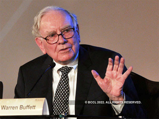 why warren buffetts cash should worry investors
