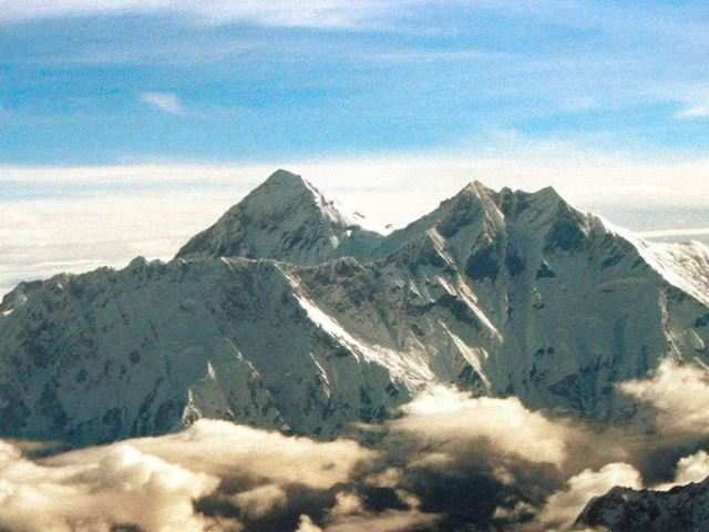 china to ban polluting tourist vehicles near mt everest in tibet