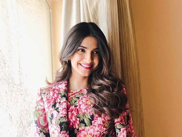 Sonam Kapoor slammed on Twitter for anti-nationalist comments - The ... 3aec06dc77c4a