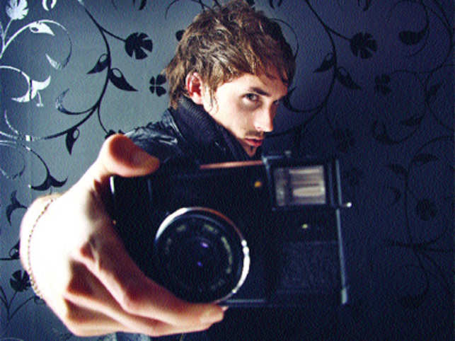 How beauty & grooming, mobile handsets brands can benefit from Paparazzi Generation