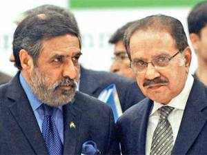 Commerce Minister Anand Sharma with his Pakistani counterpart Makhdoom Amin Fahim in Islamabad. AFP