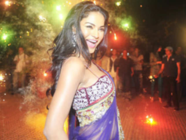 Veena Malik's Power Prash show: Should claims made in the content be on the broadcasters?