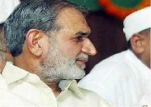 Veteran Congress leader Sajjan Kumar, facing trial in a 1984 anti-Sikh riots case, today told a Delhi court that only three out of the 17 witnesses named him as allegedly having instigated the mob.