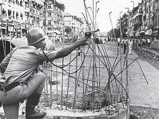 There is one interesting, and depressing, difference between the Maharashtra government's reaction to the recent Azad Maidan riot and a riot that took place in the city exactly 30 years ago.