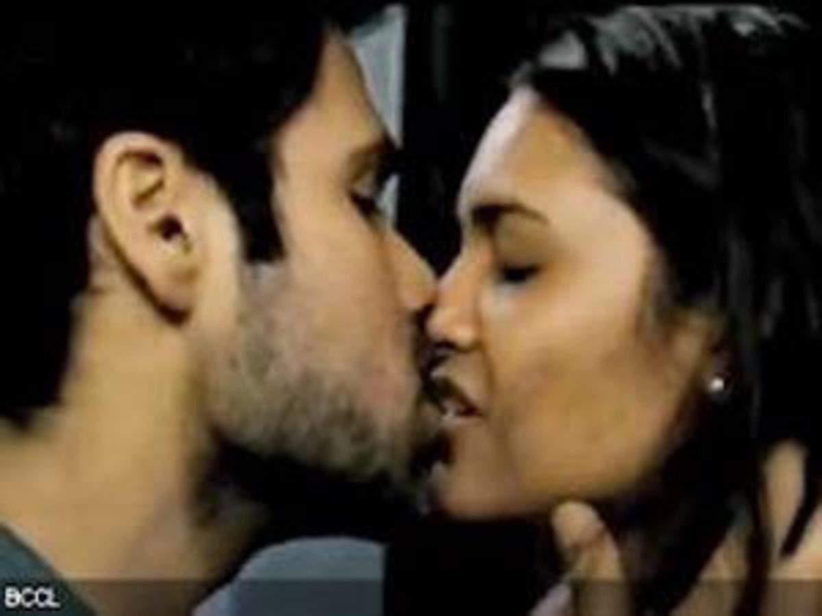 Imran hashmi kissing video