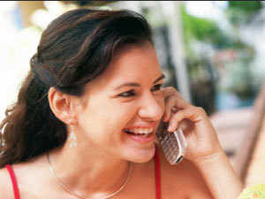 RCOM will soon introduce unlimited voice calls for 899 for its post-paid customers while this option will be available along with 3 GB of data for Rs 1,499.