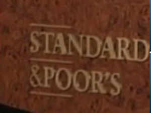 Standard & Poor's on Wednesday renewed a warning that country's credit rating could be cut to junk status, despite a series of economic reforms.