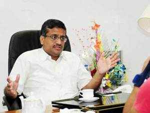 Ashok Khemka, who is in the news over deals involving Robert Vadra, has received another threat call and Panchkula police have begun an enquiry.