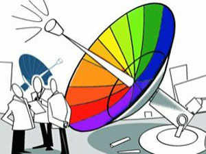 Lacklustre response from the telecom industry could result in a fall in Centre's target of garnering Rs 40,000 crore.