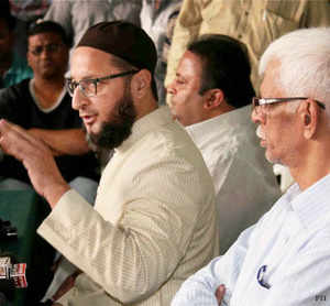 MIM president and Hyderabad MP Asaduddin Owaisi took exception to RSS activists allegedly being allowed to erect a tarpaulin on a religious structure at Charminar yesterday, which, he said, was a violation of the state High Court order to maintain status quo.