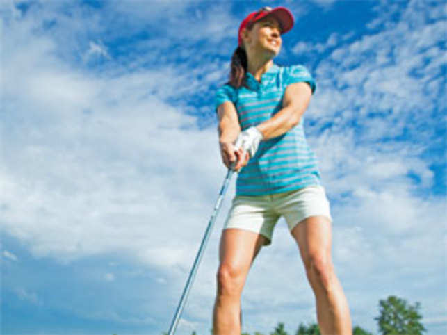 On the greens, only sharp and smart clothing is recommended. A well-maintained and well-dressed player scores a point over the rival.
