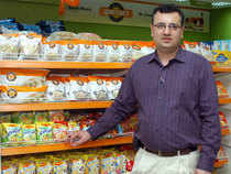 Vineet Kapila, CEO at Spencer's Retail, has put in his papers and will be succeeded by Mohit Kampani, the current head of merchandising and operations, two company officials said