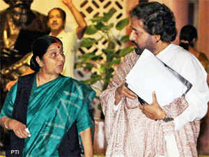 Leader of Opposition Sushma Swaraj expressed her party's intention to raise the FDI issue under a rule entailing a vote and appealed that it be accepted.