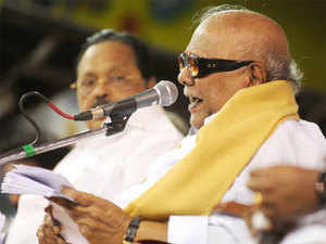 "As reports of tension prevailed on the Tamil Nadu-Karnataka border over the Cauvery water row, DMK chief M Karunanidhi today said ruling BJP in Karnataka and AIADMK in Tamil Nadu should not give room to turn the feeling of ""bitterness"" among people of the states into ""enmity""."