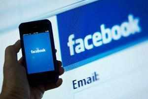 Facebook Inc is in talks to acquire popular messaging app Whatsapp, a move that will beef-up its mobile services business, says a media report.