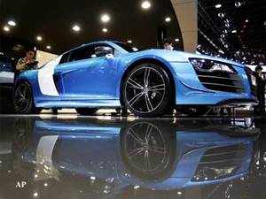 In the battle for supremacy in the Indian luxury car market, rivals BMW and Mercedes Benz have brought their compact models to entice local customers.